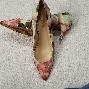 NINE WEST floral heels size 8